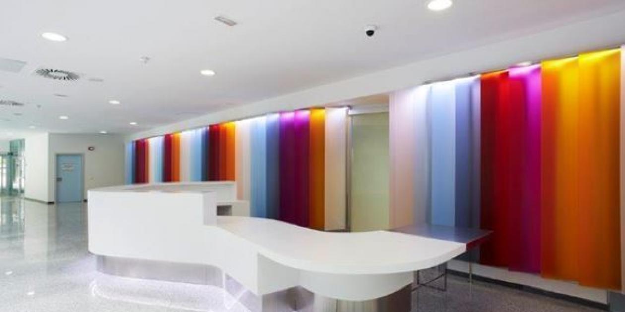 El nuevo Hospital Vital Álvarez-Buylla de Mieres incorpora 500 muebles en DuPont™ Corian® para ofrecer estética y prestaciones sanitarias