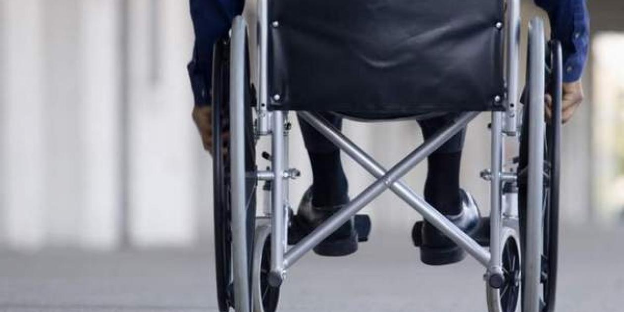 Desarrollan una silla de ruedas que circula automáticamente y sigue a un guía