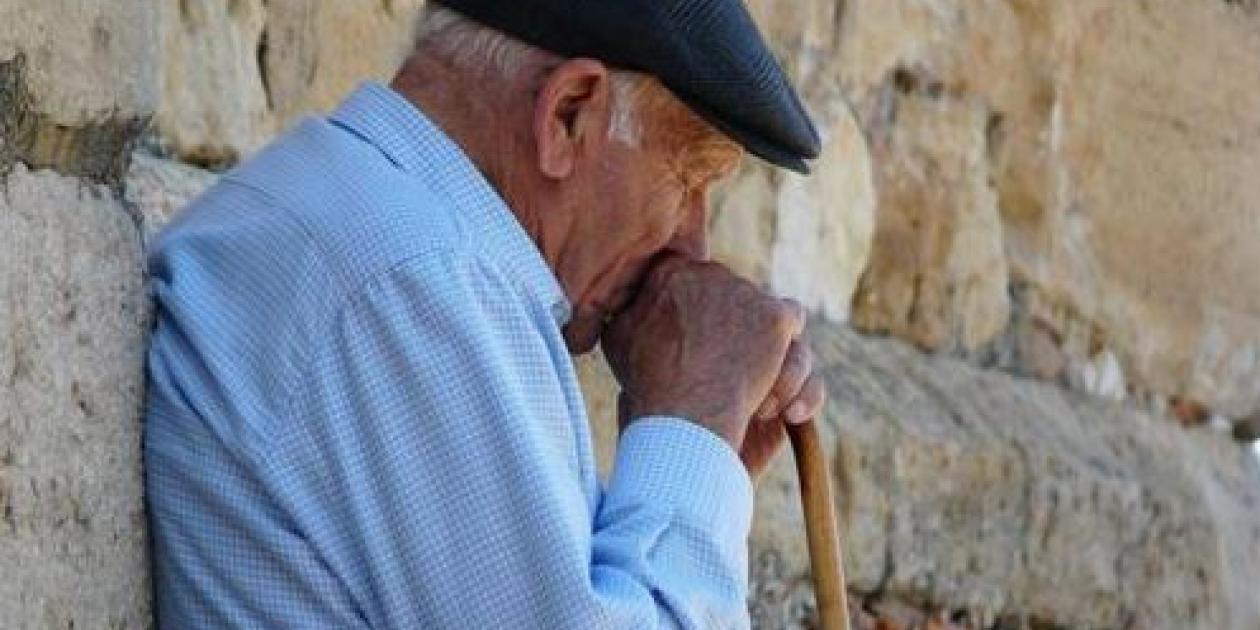 Un dispositivo detecta las caídas de las personas mayores y activa el 061