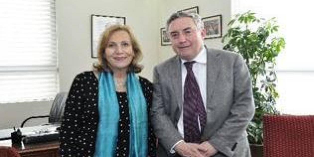 Rector Vivaldi y ministra Molina crean comisión para potenciar Hospital Clínico de la Universidad de Chile