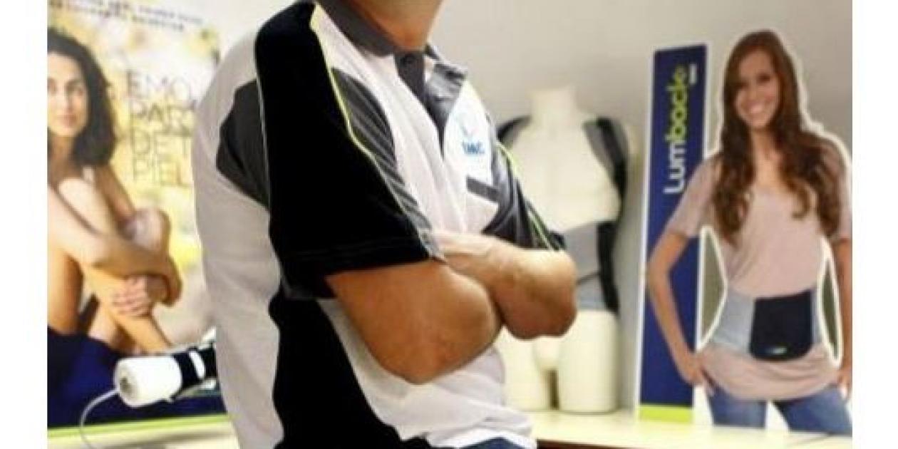 La `muñequera` que permite tomar un café y leer prensa con Parkinson