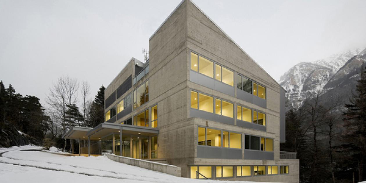 Edificio Sede del Laboratorio Subterráneo de Canfranc