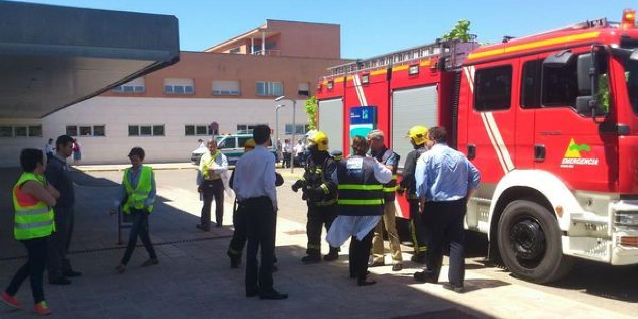 Un simulacro de incendio en el Hospital de Valdepeñas comprueba la efectividad de su Plan de Emergencias