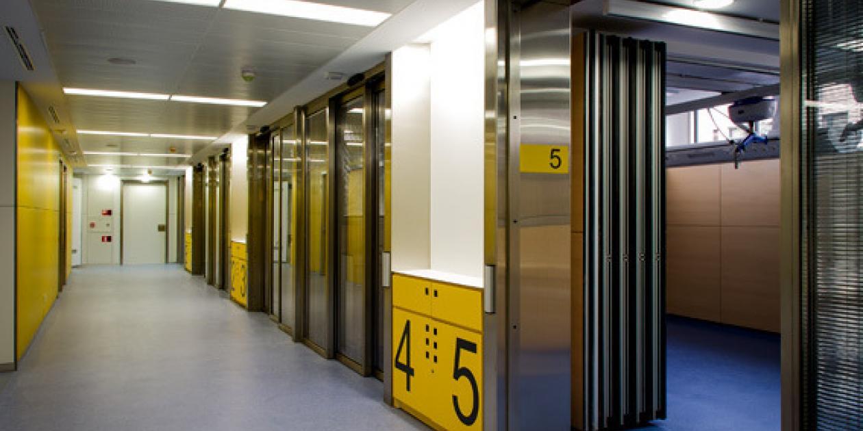 Nuevo bloque quirúgico,    área de críticos y núcleo de comunicaciones verticales del área general del Hospital Vall d`Hebrón de Barcelona