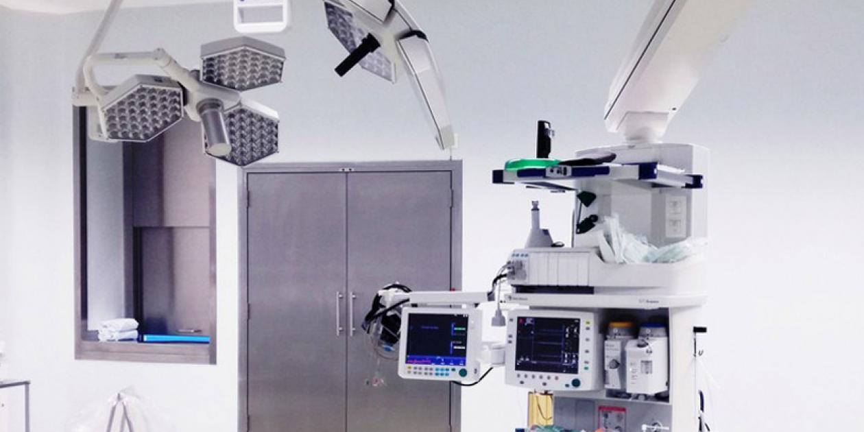 Salas blancas hospitalarias: bloque quirúrgico y barreras que reducen riesgos